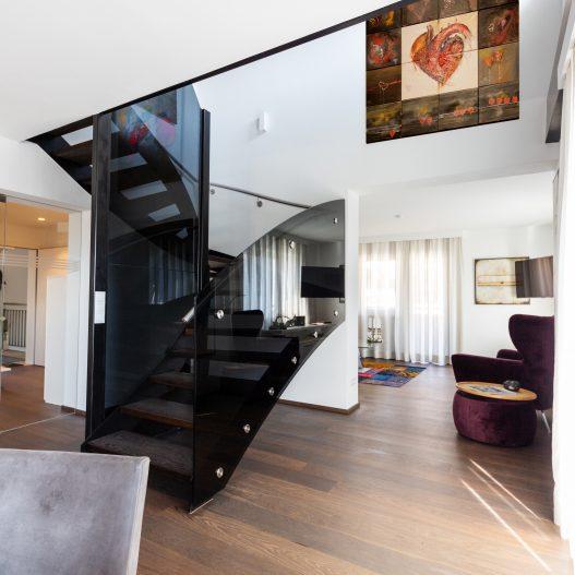 Großzügige Räumlichkeiten, ruhige Schlafzimmer, voll ausgestattete Küchen, große Terrasse und Balkon