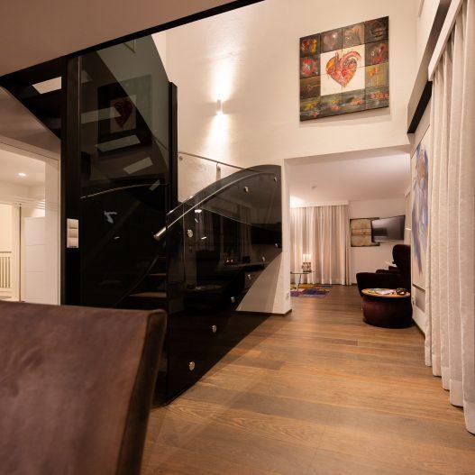 Großzügige Räumlichkeiten, ruhige Schlafzimmer, voll ausgestatte Küchen, große Terrasse und Balkon